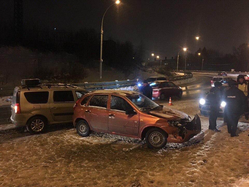 В трагедии стремя автомобилями вЛипецке пострадал 11-летний ребенок